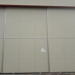 Slika trodijelnih metalnih g. vrata